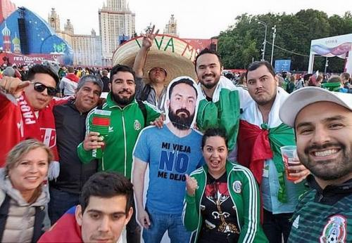 Dilarang Istri Nonton Piala Dunia Langsung, Pria Ini Berangkat dalam Bentuk <i>Cardboard</i>